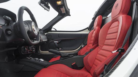 Интерьер Alfa Romeo 4C Spider 2016 / Альфа Ромео 4С Спайдер 2016