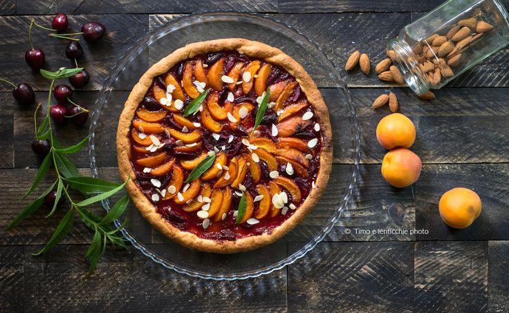 Crostata+albicocche+e+ciliegie+ricetta+vegana