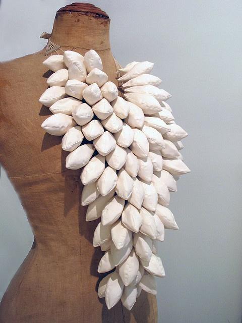 collar porcelana-plata. 2006