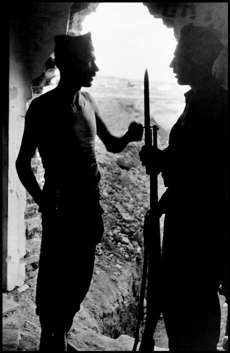 Gerda Taro #photography @Qomomolo - Republican dinamiteros, Carabanchel neighborhood of Madrid, June 1937