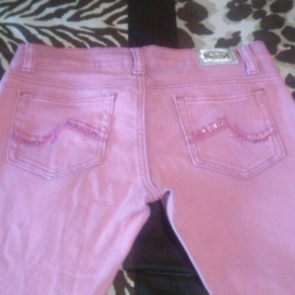 Aqua jeans PINK Pink low rise aqua jean capris with cute back pocket design. 96% cotton 4% spandex. Good condition worn twice. Size 7 fits like 6. Not stretchy. Aqua Pants