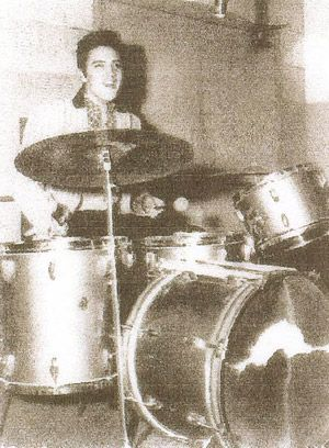 DJ Fontana's 1953 Gretsch drumset was auctioned at the Rockabilly Festival in Jackson, Tennessee on August 5-7th, 2004. Johnny Cash's drummer W.S. Holland's drums will also be put on auction. The minimum bid for both drumsets is $ 60,000.