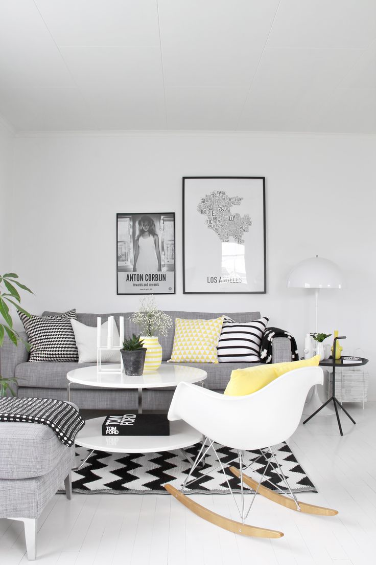 A ideia inicial era a parede e chão brancos p poder usar no sofa e restantes. Esse tp d composição