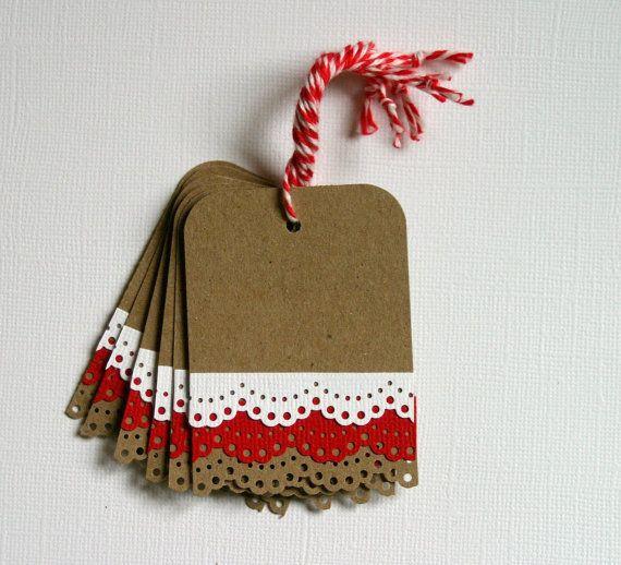 Cadeau de Noël Tags avec garniture en dentelle rouge et blanc