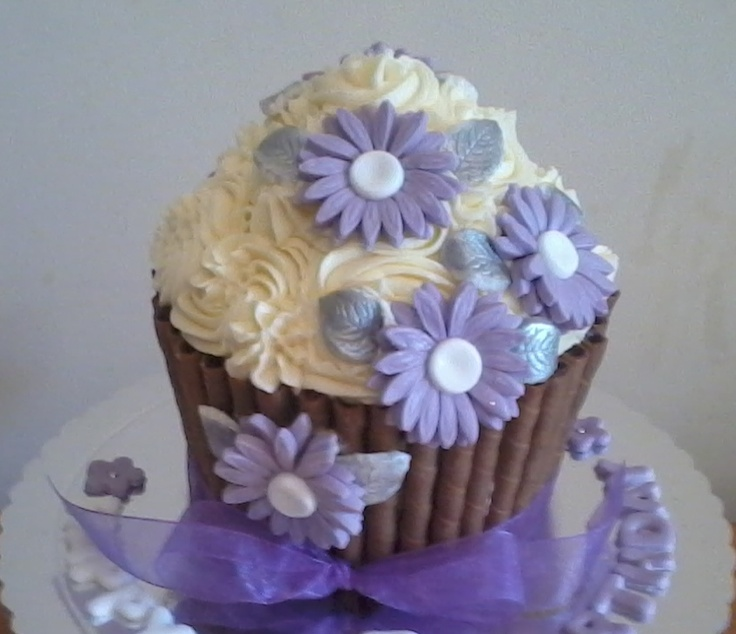 LILAC DAISY FLOWER GIANT CUPCAKE