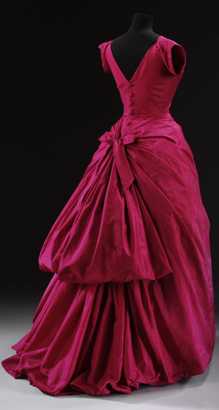 Evening dress, by Cristóbal Balenciaga, Paris, 1953-54. Silk taffeta, boned and padded, metal, machine-sewn and hand-finished, wire, lined with chiffon. Worn by Caroline Colthurst, née Combe, a debutante who made her bow to society in 1953 and subsequently became a model. Collection of Victoria and Albert Museum, London.