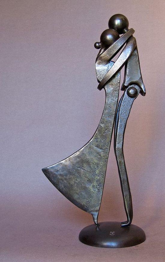 """""""Couple au baiser"""" (Beijo do casal), escultura em metal de 2003 do francês Jean-Pierre Augier. Veja também: http://semioticas1.blogspot.com.br/2014/05/lygia-clark-no-moma.html"""