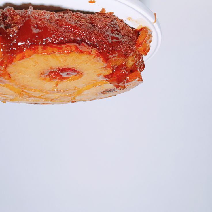 Happy ondersteboven 🍍ananastaart dag 😆. Speciaal voor deze dag hebben @murbey en ik deze heerlijke taart gemaakt! Zie de Story voor het proces en lol wat we hebben gehad! Superleuk dat we dit samen hebben gedaan! Op naar nog meer Happy cakes.  • #shs #studiohappystory #cakes #taart #cakestudio #designercakes #creativecakes #taartwinkel #online #nationalholiday #nationalpineappleupsidedowncakeday #pineapple #upsidedown #ananas #ondersteboven #memories #stories #recipecomingsoon #homebaking