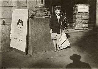 Newsboy, Mobile, Alabama, Lewis Wickes Hine, October 1914