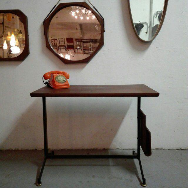 [350€] Scrivania in teak anni 50 con portafogli sul fianco restaurata perfettamente. Misure in cm: 90x50x70h  #magazzino76 #viapadova76 #milano #vintage #modernariato #antiquariato #design #industrialdesign #furniture #mobili #modernfurniture #sofa #poltrone #divani #arredo #arredodesign #specchi #mirror