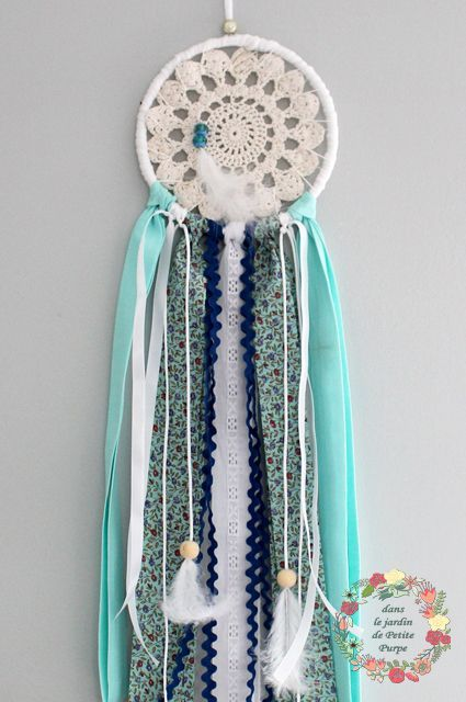 Attrape rêves - Capteur de rêves - Dreamcatcher Style boho chic, tons bleu vert d'eau mint, tambour à broder, liberty,  plumes, perles en bois. Déco mariage, salon, chambre.