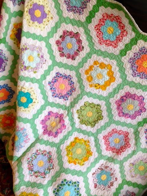 The 130 best images about quilts grandma 39 s garden on pinterest english paper piecing for Grandmother flower garden quilt pattern variations