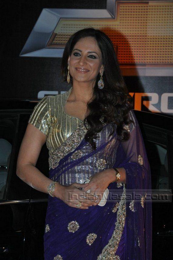 Rakshanda Khan in an odd striped saree blouse    saree blouse design bollywood saree
