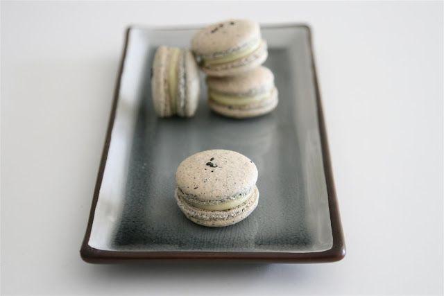 Cakelets and Doilies: Black Sesame Macarons