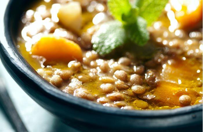 Saffransdoftande soppa med bönor, linser och chorizo