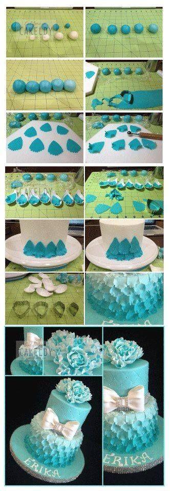 Arranjo de flores feitas com sainhas de cupcakes         Decore seus Cupcakes com flores feitas com pirulito e Marshmallow           ...