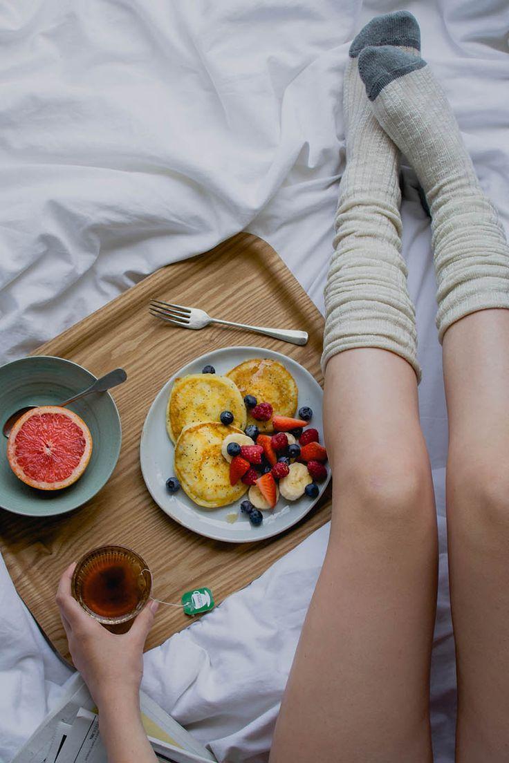 Wij mogen een lekker recept uit dit boek delen: luchtige, dikke ricotta pancakes met sinaasappel en maanzaad. Heerlijk op een zondag!
