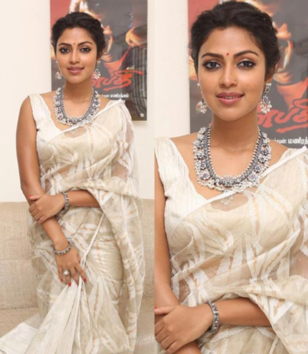 And this is popular Malayalam, Tamil and Telugu film actress, Amala Paul. | A Lot Of People Believe That This South Indian Actress Looks Exactly Like Deepika Padukone