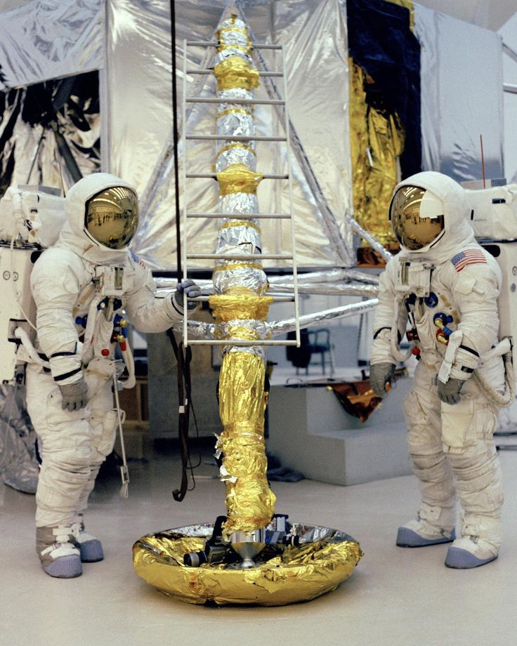 the successful failure that was apollo 13 The mission was termed a successful failure to this day this mission is probably the best remembered apollo flight after the first apollo 11 moon landing there were three crew members on apollo 13, and i have been privileged to meet two of them.