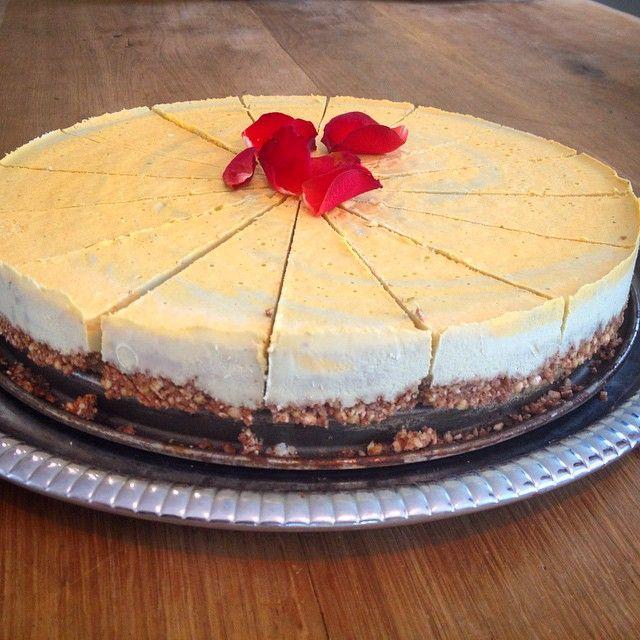 Raw food Havtorn & matcha te tårta till uppräck Svenshögen idag! #rawfood, #events, #ekocafe, #trädgård, #rawfoodcafe
