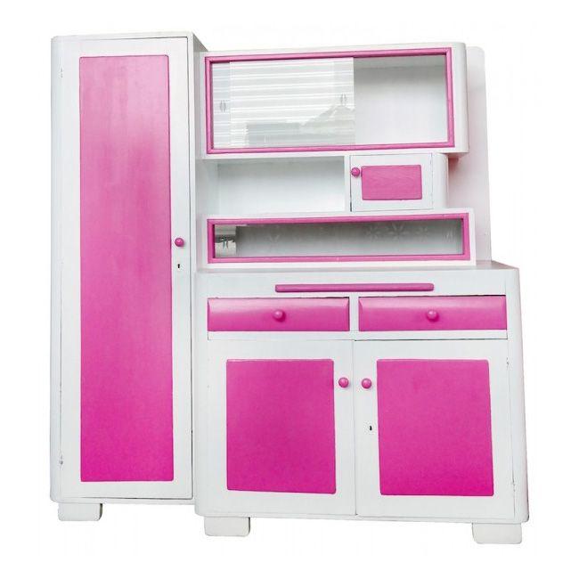 Top 3 woonspullen op zondag   nummer 1 Deze unieke retro buffetkast, gemaakt in de jaren 50, is geschilderd in de vrolijke kleur snoepjes roze. De kast staat super gaaf en opvallend op nr.1!  #vintage #retro #kast #buffetkast #snoepjesroze #roze