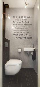 muursticker voor op de wc met de tekst '' bij ons op de wc krijg je de tijd lezen we boekjes doen we spelletjes op de telefoon ruiken we naar roosjes houden we het netjes wassen we onze han...
