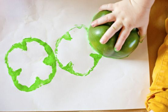 Use green bell peppers to make shamrock stamps! Genius #craft idea for St. Patrick's Day, @?? ?? S. Little Peanut.