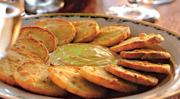 Французские крекеры с соусом из голубого сыра