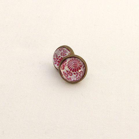Vintage earrings with red flower pattern