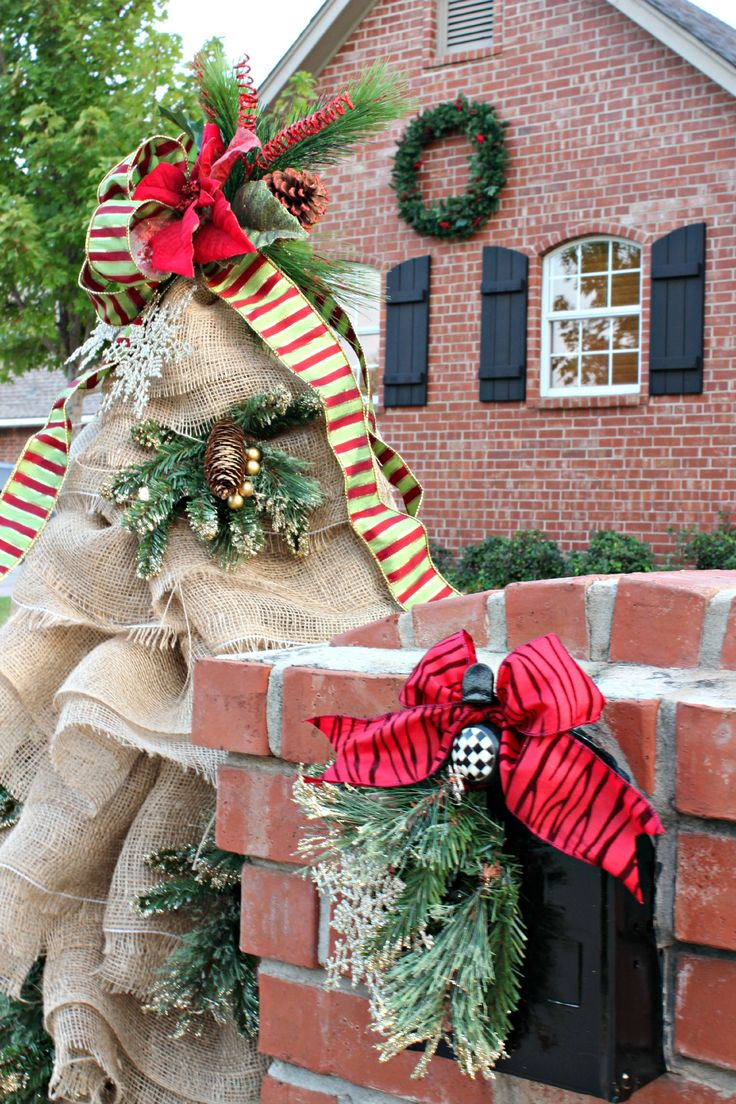 Christmas Mailbox Decorations: Burlap and Greenery