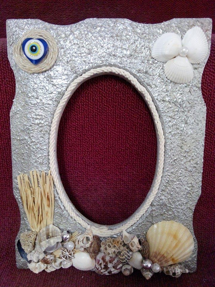 deniz kabuklarıyla hayat bulmuş eski bir çerçeve