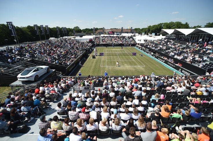 Schitterend uitzicht op een volgepakt centre court van Topshelf Open.