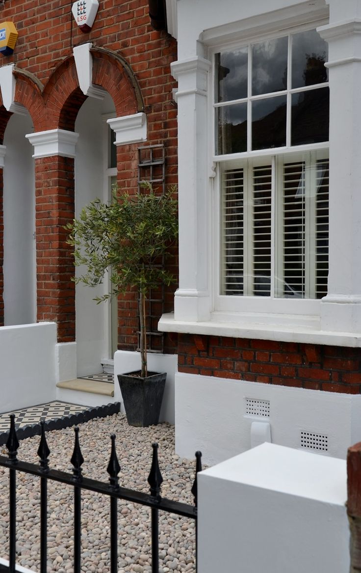 Plastered-rendered-front-garden-wall-painted-white-metal-wrought-iron-rail-and-gate-victorian-mosaic-tile-path-in-black-and-white-scottish-pebbles-York-stone-balham-london-37.jpg 807×1,280 pixels