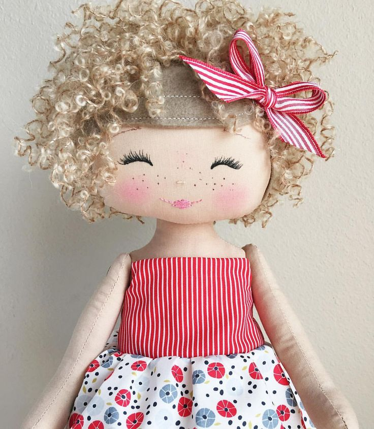 "416 Me gusta, 28 comentarios - SpunCandy Dolls ~ Omaha, NE (@spuncandydolls) en Instagram: ""Because curls AND freckles!! ❤️ #spuncandydolls #fabricdoll #handmadedoll #keepsakedoll…"""