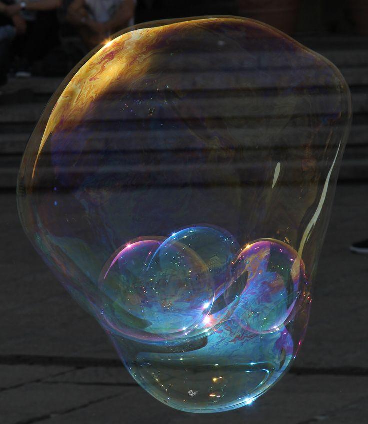 bolle di sapone in piazza De Ferrari