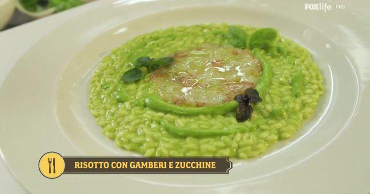 Antonino Cannavacciuolo rivisita un grande classico, il risotto gamberi e zucchine diventa l'unione tra tartare di gamberi e crema di zucchine. Scopri la ricetta!