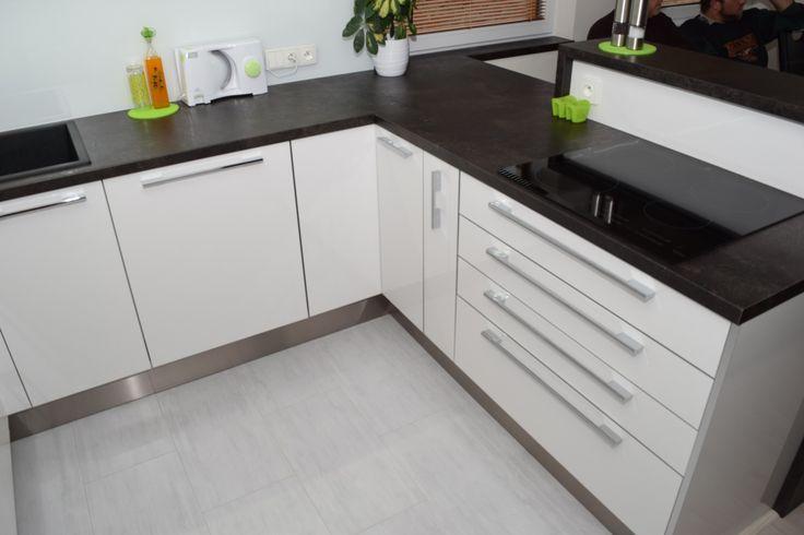 Výsledek obrázku pro bílá rohová kuchyně