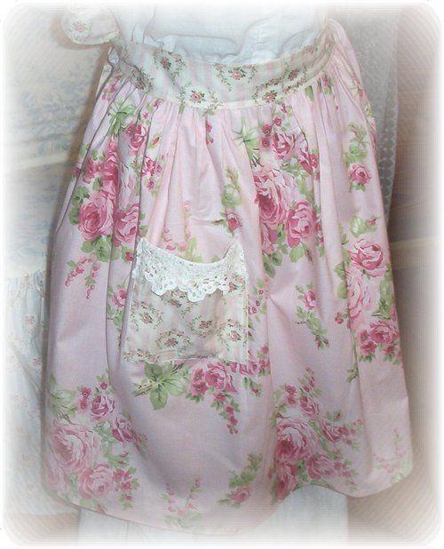 I just love vintage aprons!