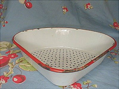 Enamelware Kitchen Corner Sink Strainer