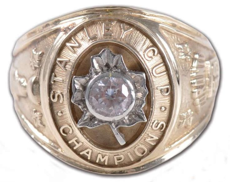 So that's what one of those looks like!!!! Toronto Maple Leafs - 1962 Stanley Cup Ring
