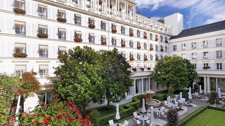 Hotel Le Bristol, Paris   Splendia - http://pinterest.com/splendia/