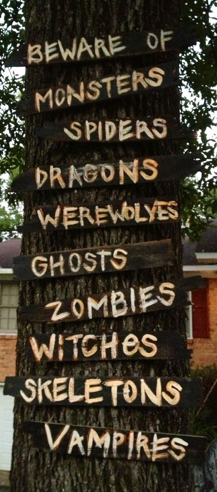 Outdoor halloween decorations for trees - Awesome Bet I Could Do This With Single Pallet Boards For Halloween Halloween Tree Decorationshalloween