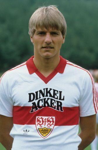 ... unterstützte Alkohol den Stuttgarter Fußball: Die Brauerei Dinkelacker wurde 1982 Hauptsponsor und nach der ... Foto: Pressefoto Baumann