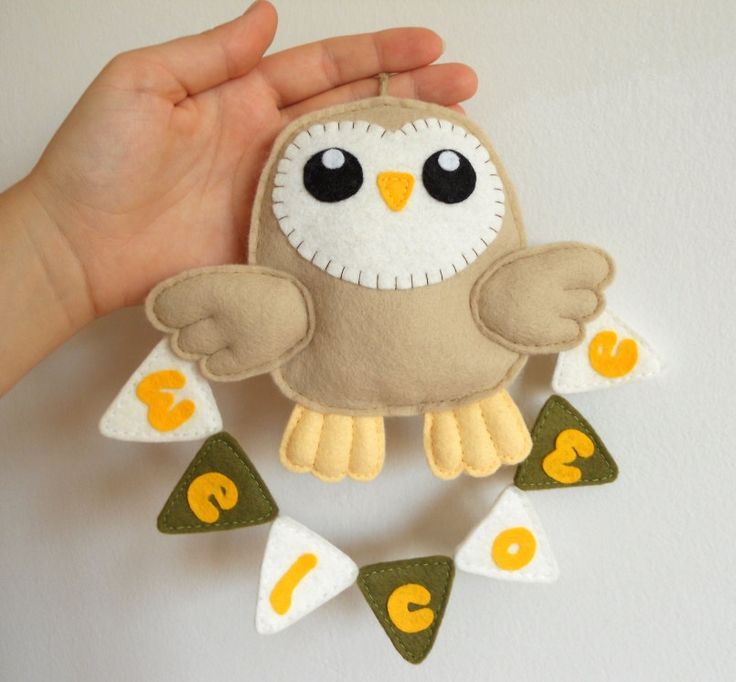 Felt barn owl with welcome bunting. Wall hanging ornament, felt decoration. €13.00, via Etsy.