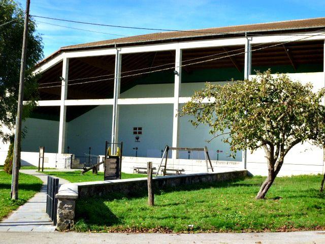 Casa Rural Apezetxea-fronton-parque infantil-arruitz-larraun-navarra