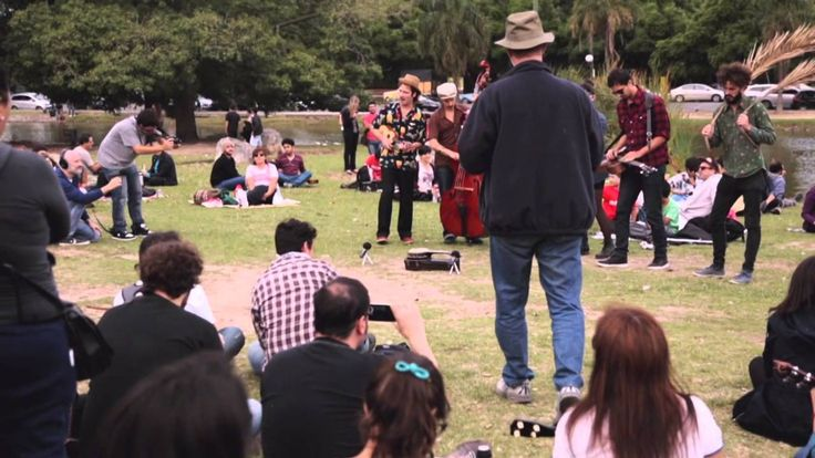 La Familia de Ukuleles' flash mob featuring Ohana Ukuleles turned heads in Argentina!