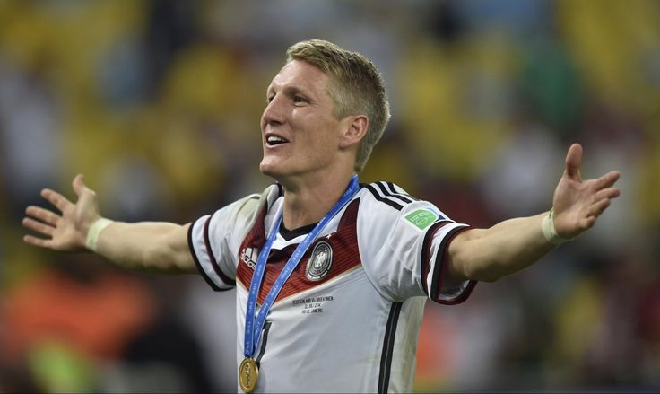 bastian-schweinsteiger-opening-his-arms-in-front-of-german-fans1