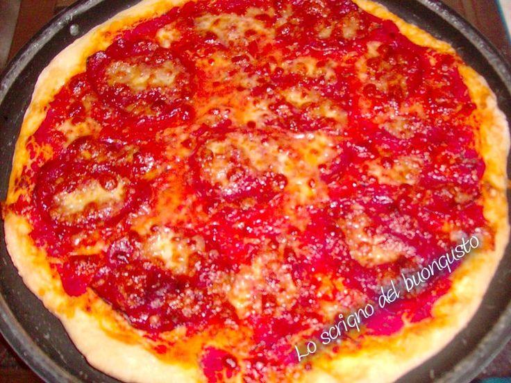 PIZZA CON SALAME PICCANTE  CLICCA QUI PER LA RICETTA   http://loscrignodelbuongusto.altervista.org/pizza-con-salame-piccante/                                         #pizza #salame #food #ricette #foodblogger #likeit #sabatosera