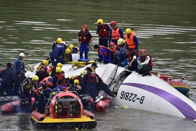 TransAsia Flight GE235 Crashes Shortly After Take Off | Aviation Blog http://www.aviationcv.com/aviation-blog