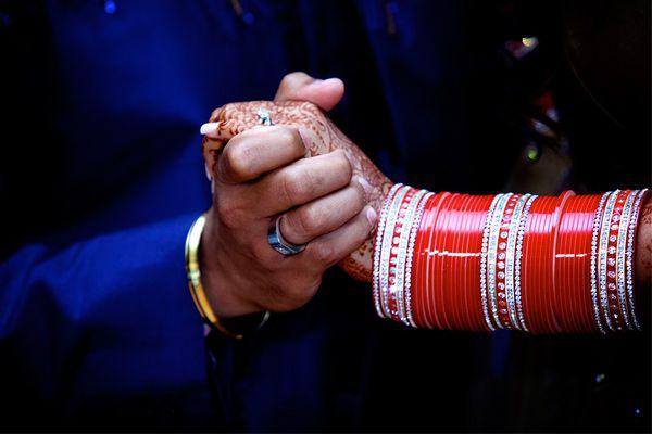 10 Things Indian Brides Who Wear Chooda Go Through After Their Wedding - BollywoodShaadis.com